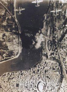 Photographie du bombardement du 6 août 1944
