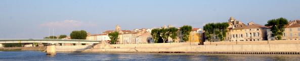 Vue du centre ancien depuis les quais du Rhône