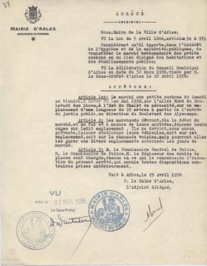 Arrêté sur le marché aux petits cochons du samedi, 1938 – A.C. Arles 67W82