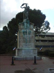 Photographie du monument aux morts de la ville d'Arles (nov. 2018, s. Brunet)