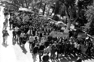 Cortège des manifestants qui empruntent la montée Vauban le 13 mai 1968. Photo Charles Farine